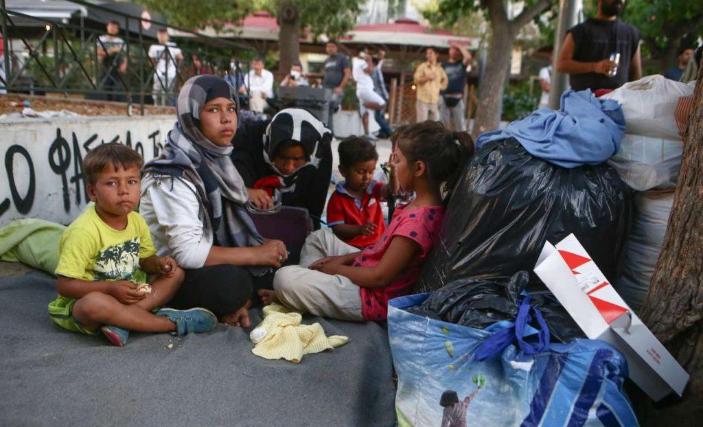 Μηταράκης: Μείωση μεταναστευτικών ροών- Τι είπε για τους πρόσφυγες στην πλ.Βικτωρίας