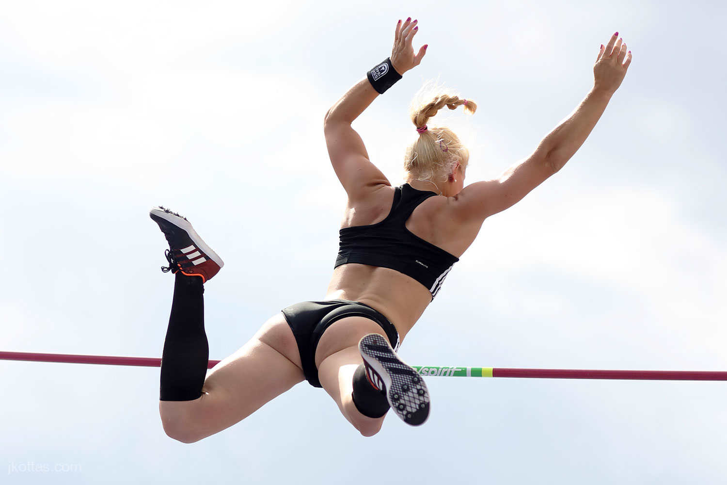 pole-vault-of-prague-10