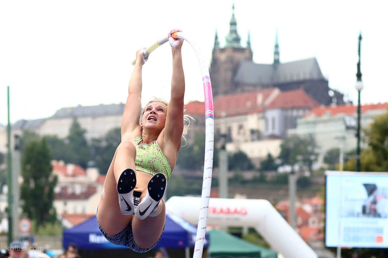 pole-vault-of-prague-13