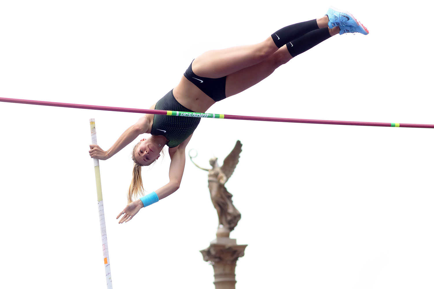 pole-vault-of-prague-14